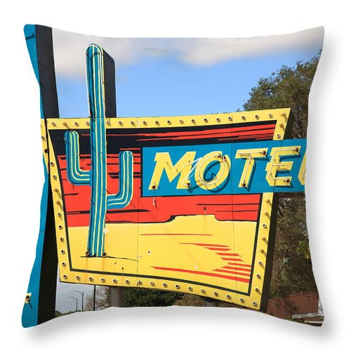 66 Throw Pillow featuring the photograph Route 66 - Western Motel by Frank Romeo