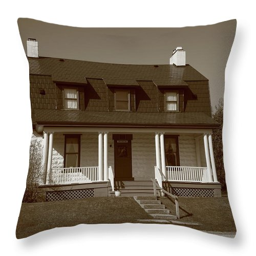 America Throw Pillow featuring the photograph Keeper's House - Presque Isle Light Michigan by Frank Romeo