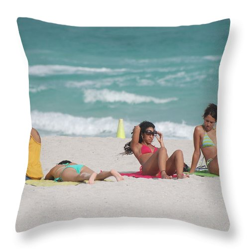 Sea Scape Throw Pillow featuring the photograph 3 Up 1 Down At The Beach by Rob Hans