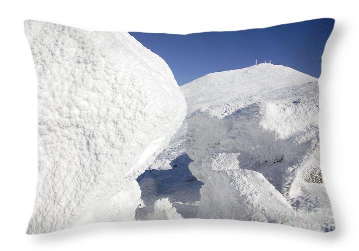 Mount Washington Throw Pillow featuring the photograph Mount Washington - New Hampshire Usa by Erin Paul Donovan