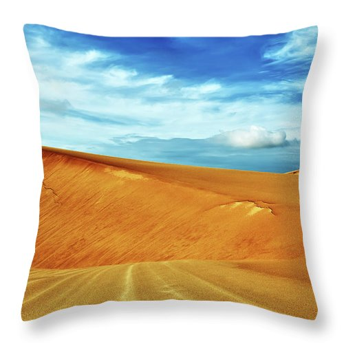 Sandhills Throw Pillow featuring the photograph Desert by MotHaiBaPhoto Prints