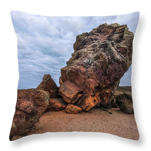 Agglestone Rock Throw Pillow featuring the photograph Agglestone Rock - England by Joana Kruse