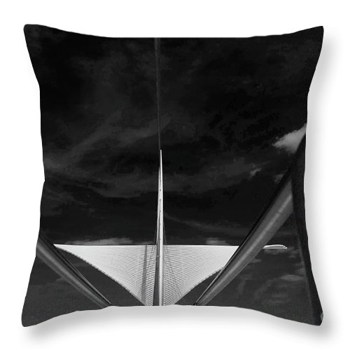 Art Museum Throw Pillow featuring the photograph Milwaukee Art Museum by David Bearden