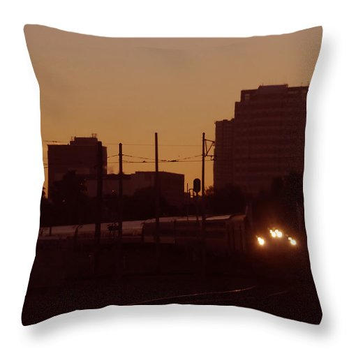 Train Throw Pillow featuring the photograph A Train A Com In by David Lee Thompson