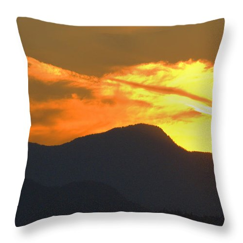 Vancouver Throw Pillow featuring the photograph A Vancouver Sunset by Richard Henne
