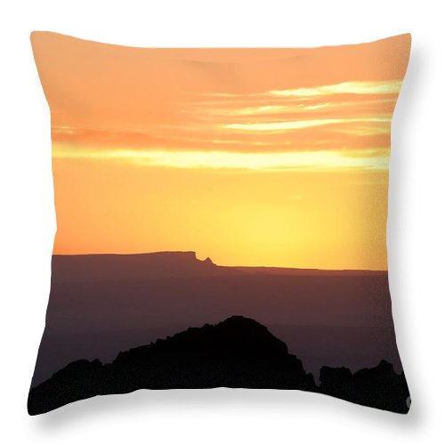 Western Us Throw Pillow featuring the photograph A Western Sunset by David Lee Thompson