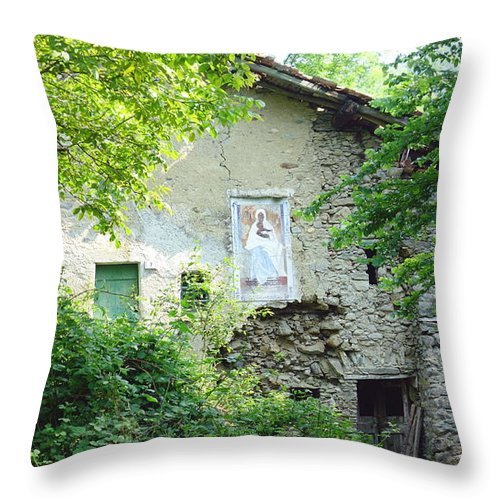 House Throw Pillow featuring the photograph Abandoned House by Valentino Visentini
