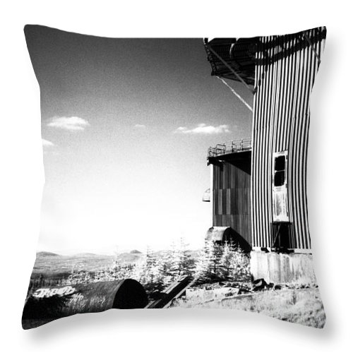 Abandoned Throw Pillow featuring the photograph Abandoned Radar by Richard Rizzo