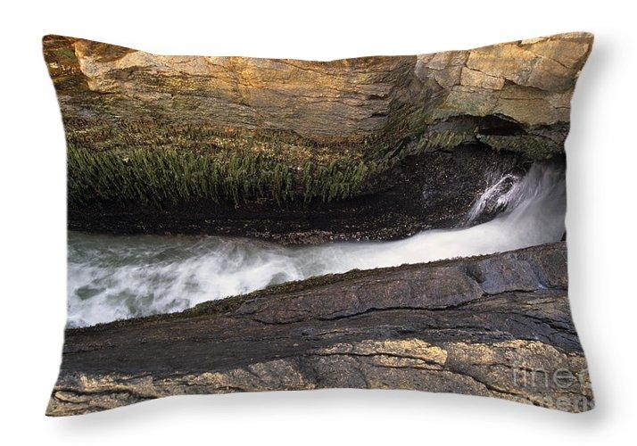 Acadia National Park Throw Pillow featuring the photograph Acadia National Park - Maine Usa Thunder Hole by Erin Paul Donovan