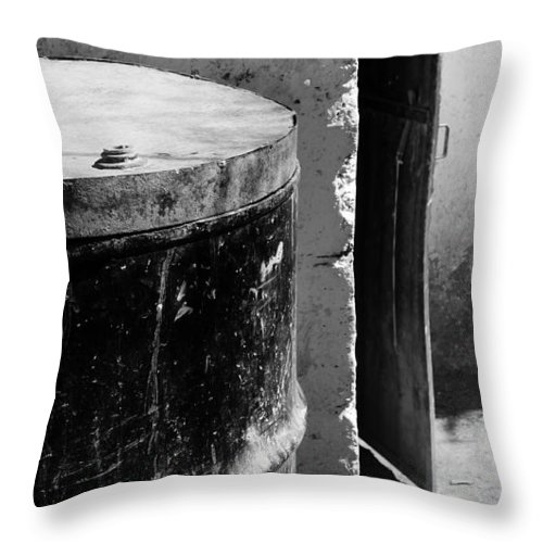Skip Hunt Throw Pillow featuring the photograph Agua by Skip Hunt