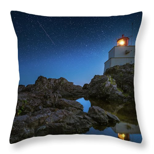 America Throw Pillow featuring the photograph Amphitrite Point Lighthouse by William Freebilly photography