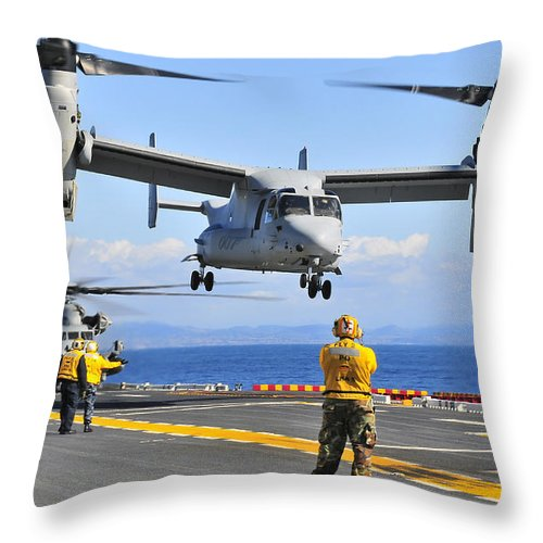 Uss Peleliu Throw Pillow featuring the photograph An Mv-22 Osprey Takes by Stocktrek Images