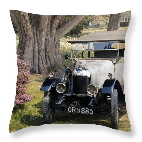 1924 Throw Pillow featuring the photograph Auto: Morris-cowley 1924 by Granger