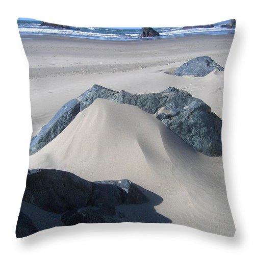 Bandon Throw Pillow featuring the photograph Bandon 15 by Will Borden