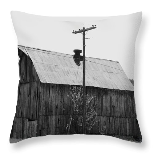 Barns Throw Pillow featuring the photograph Barn On The Side Of The Road by Angus Hooper Iii