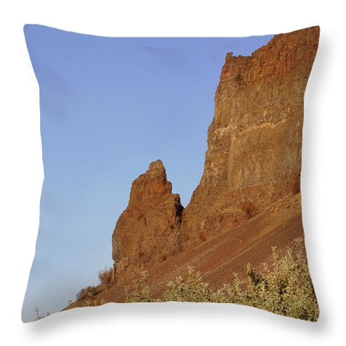 Pictures Of Washington State Throw Pillow featuring the photograph Basalt Cliffs by Wendy Raatz Photography