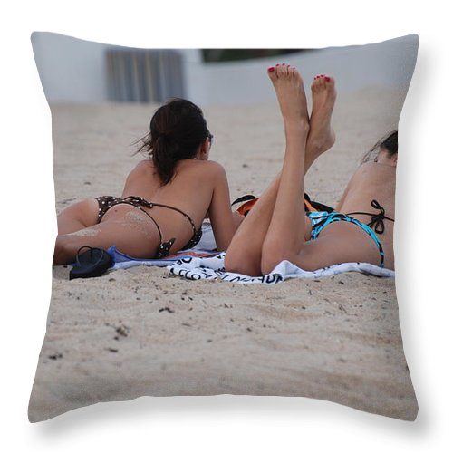 Girls Throw Pillow featuring the photograph Beach Combers by Rob Hans