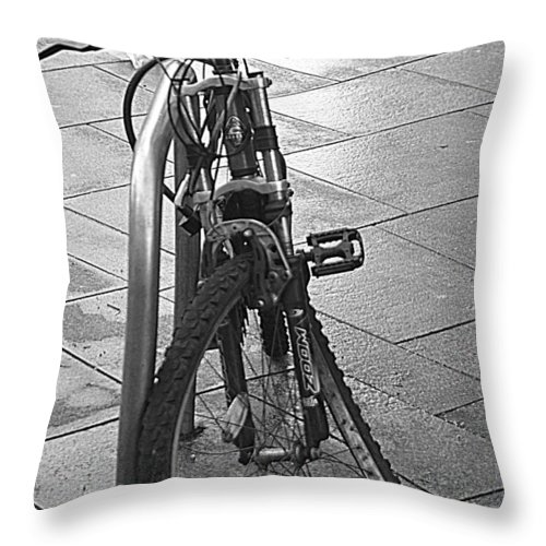 Bike Throw Pillow featuring the photograph Bent Wheel by Andy Thompson