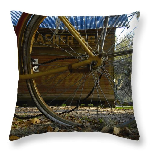 Bicycle Throw Pillow featuring the photograph Bicycle At Micanopy by David Lee Thompson