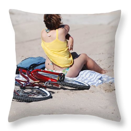 Red Throw Pillow featuring the photograph Bike On The Beach by Rob Hans