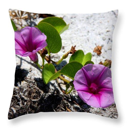Cross Vine Throw Pillow featuring the photograph Bloomin Cross Vine by Barbara Bowen