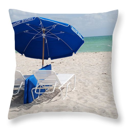 Sea Scape Throw Pillow featuring the photograph Blue Paradise Umbrella by Rob Hans