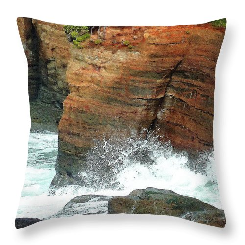 Boiler Bay Waves Throw Pillow featuring the photograph Boiler Bay Waves by Methune Hively