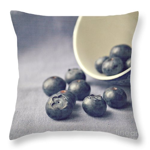 Blueberries Throw Pillow featuring the photograph Bowl Of Blueberries by Lyn Randle