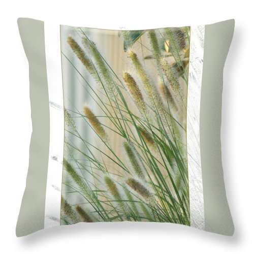 Floral Throw Pillow featuring the photograph Breeze by Holly Kempe