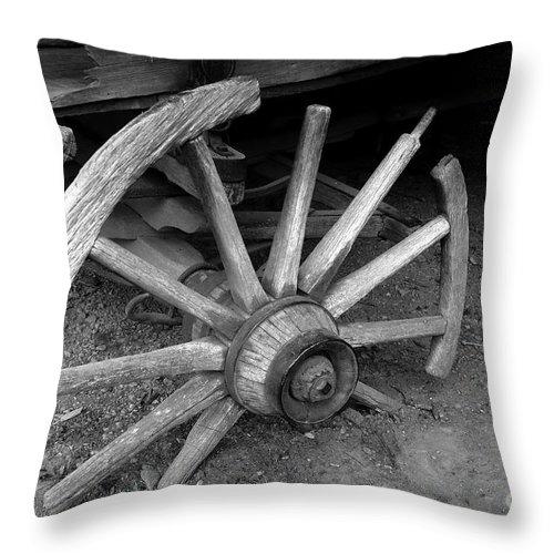 Wagon Wheel Throw Pillow featuring the photograph Broken Wheel by David Lee Thompson