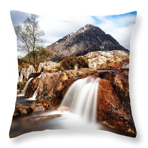 Uachaille Etive Mor Throw Pillow featuring the photograph Buachaille Etive Mor by Richard Burdon