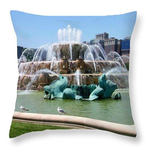 Chicago Throw Pillow featuring the photograph Buckingham Fountain by Anita Burgermeister