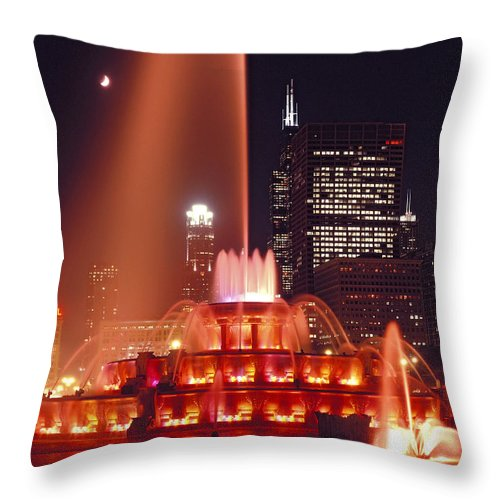 Buckinghamfountain Throw Pillow featuring the photograph Buckingham Fountain In Chicago 2 by Thomas Firak