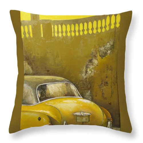 Havana Throw Pillow featuring the painting Buscando La Sombra by Tomas Castano