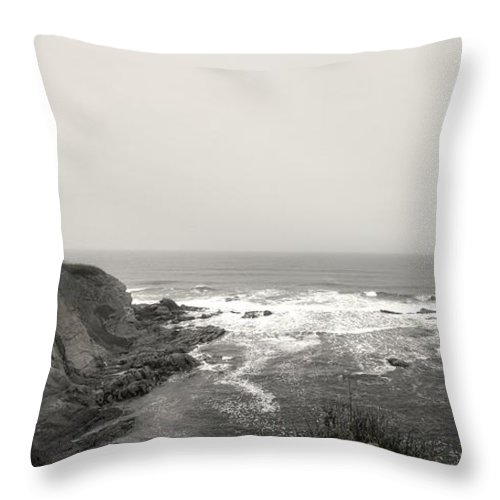 Cap-des-rosiers Throw Pillow featuring the photograph Cap Des Rosiers by John Meader