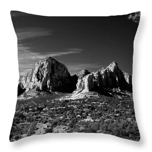 Arizona Throw Pillow featuring the photograph Capital Dome I by Randy Oberg