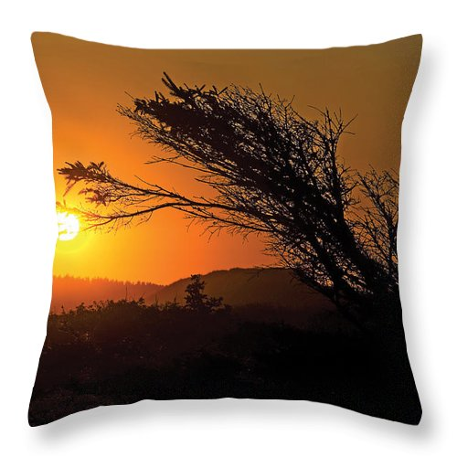 Prince Edward Island Throw Pillow featuring the photograph Cavendish Beach Sunset-2 by Steve Somerville