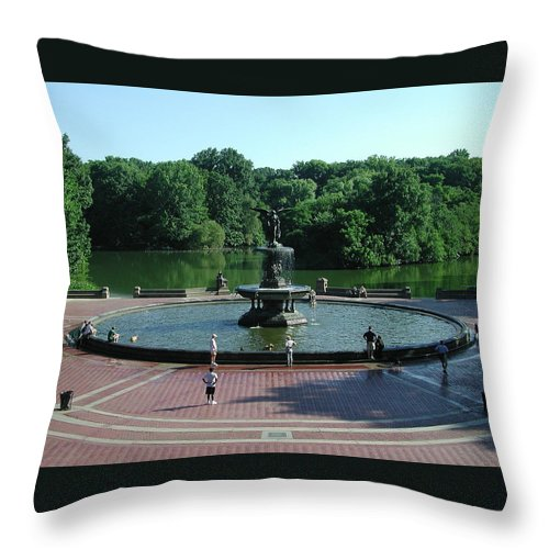 Central Park Throw Pillow featuring the photograph Central Fountain by Kelvin Booker