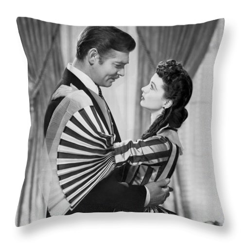 1930s Throw Pillow featuring the photograph Clark Gable And Vivien Leigh by Underwood Archives