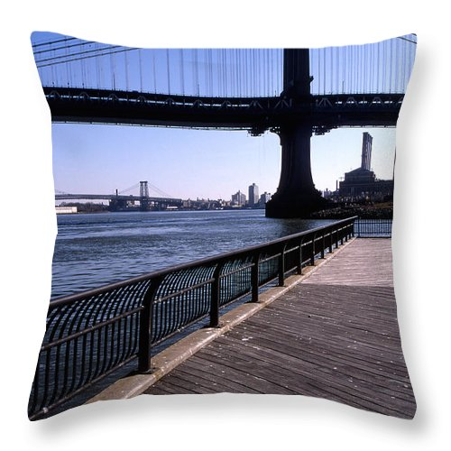 Landscape Manhattan Bridge New York City Throw Pillow featuring the photograph Cnrg0402 by Henry Butz