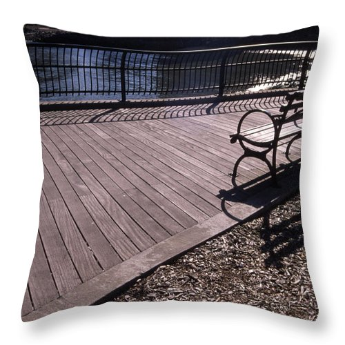 Manhattan Brooklyn Bridge Park Bench Throw Pillow featuring the photograph Cnrg0404 by Henry Butz