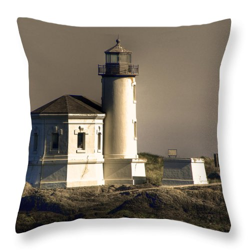 Oregon Coast Throw Pillow featuring the photograph Coquille River Lighthouse by Lee Santa