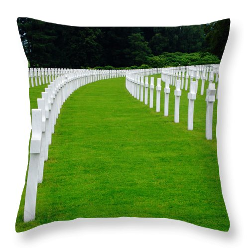 Cemetery Throw Pillow featuring the photograph Curve by Jeff Barrett