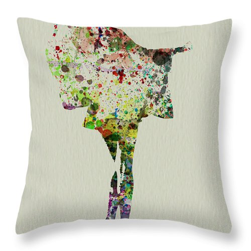 Kimono Throw Pillow featuring the painting Dancing Geisha by Naxart Studio