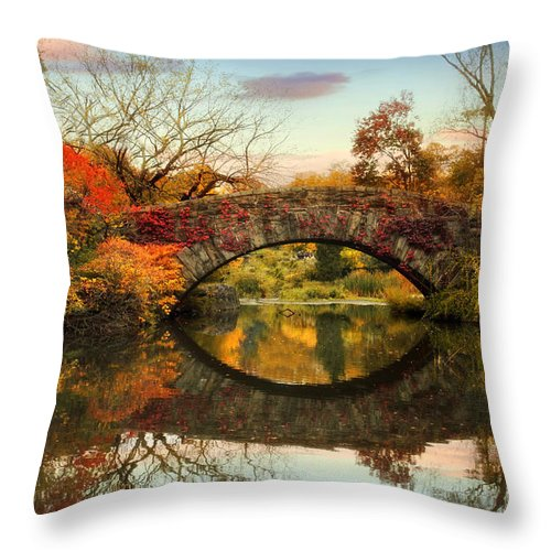 Bridge Throw Pillow featuring the photograph Dawn At Gapstow by Jessica Jenney