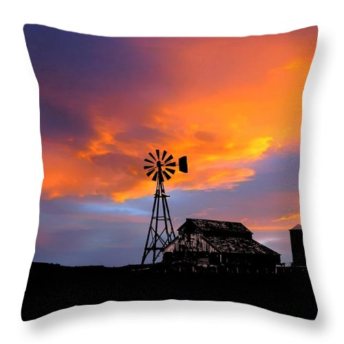 Deleas Throw Pillow featuring the photograph Day Is Done by Deleas Kilgore
