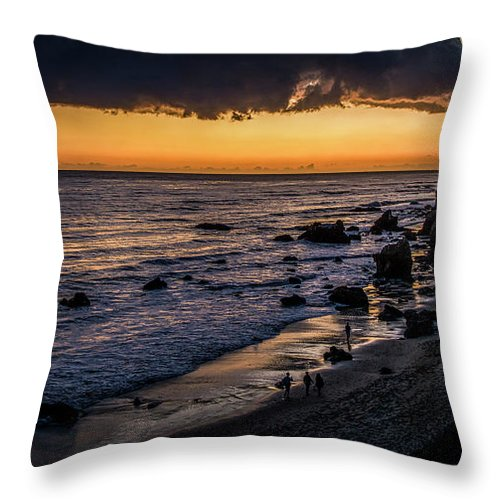 El Matador Beach Throw Pillow featuring the photograph Days End At El Matador by Gene Parks