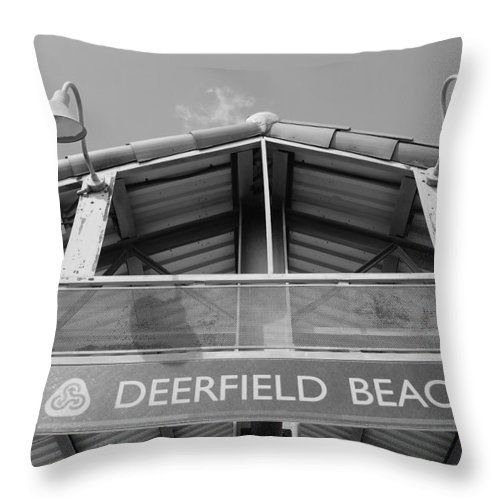 Black And White Throw Pillow featuring the photograph Deerfield Beach by Rob Hans