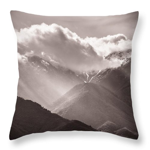 Trailsxposed Throw Pillow featuring the photograph Descending Rays by Gina Herbert