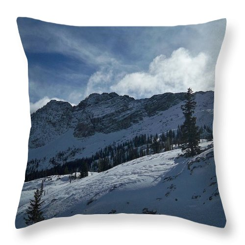 Ski Throw Pillow featuring the photograph Devils Castle Morning Light by Michael Cuozzo